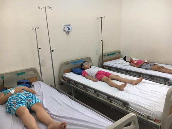 các bệnh nhi đang được điều trị tích cực tại Bệnh viện