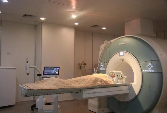 Bệnh nhân đã được gây mê và chuẩn bị chụp MRI