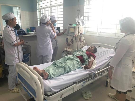 Đơn vị chạy thận nhân tạo mới, khang trang với 15 máy chạy thận được bố trí trong cơ sở mới của bệnh viện quận 7 với hỗ trợ chuyên môn kỹ thuật của các bác sĩ, điều dưỡng từ bệnh viện quận Thủ Đức đã chính thức đi vào hoạt động