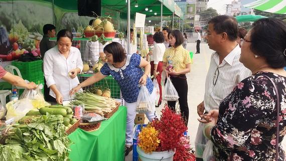 Thêm một chợ phiên nông sản an toàn cuối tuần cho người tiêu dùng