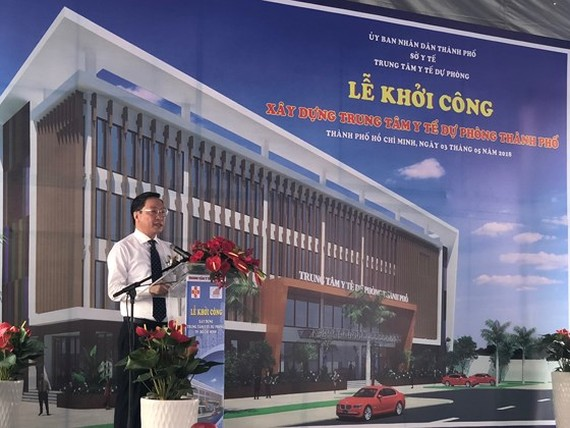 Prof. Dr. Nguyen Tan Binh - Director of HCMC Health Department at the groundbreaking ceremony (photo SGGP)