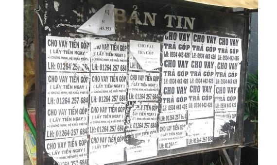 Bảng thông tin khu phố thành nơi quảng cáo tín dụng đen