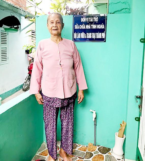 Đóng góp sửa chữa nhà cho hộ nghèo