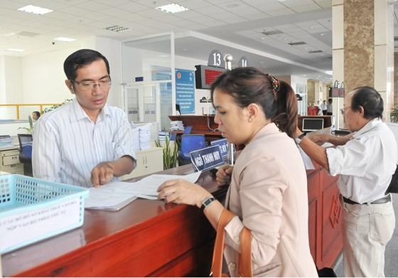 Đăng ký thuế tại Cục Thuế TPHCM. Ảnh: CAO THĂNG