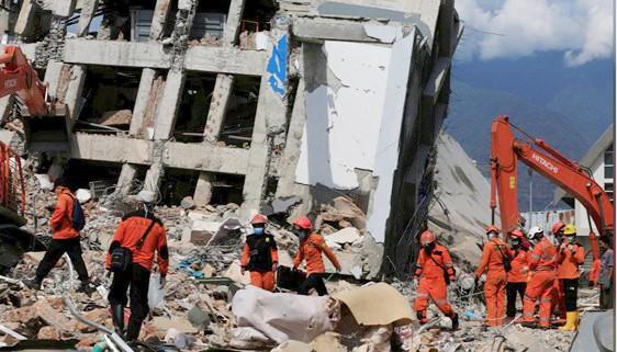 Động đất, sóng thần ngày 28-9-2018 ở Indonesia làm hơn 1.200 người thiệt mạng. Ảnh: REUTERS