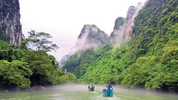 Sông treo trên núi