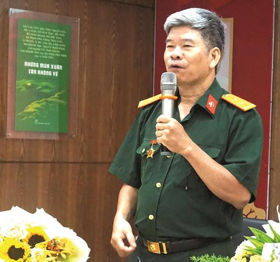 Nhà văn Đoàn Tuấn trong một chương trình giao lưu  được tổ chức tại TPHCM