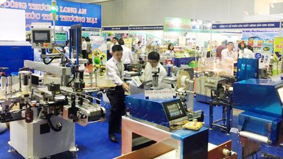 Nhiều máy móc áp dụng công nghệ giúp cho nông dân thuận tiện trong sản xuất