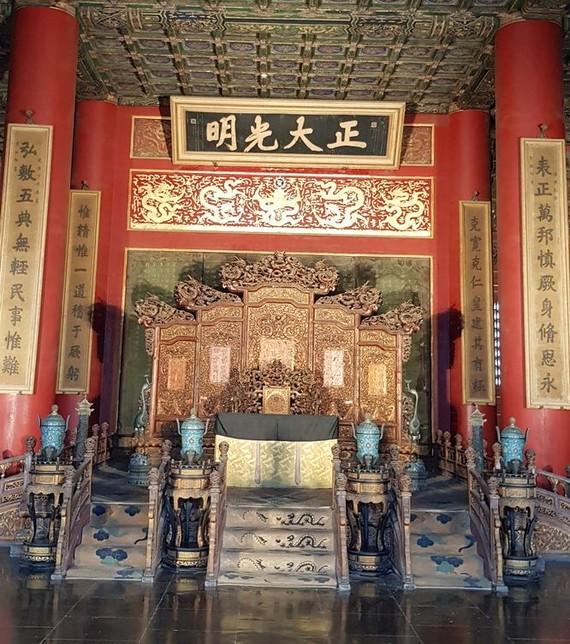 乾清宮御座是清朝歷代皇帝接見大臣的地方。