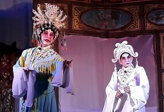 林振威和梁玉燕首晚演出《寶蓮 燈》一幕。