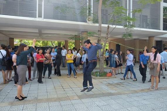 負責團隊的教師們參加民間遊戲培訓班。(圖源:慶賢)