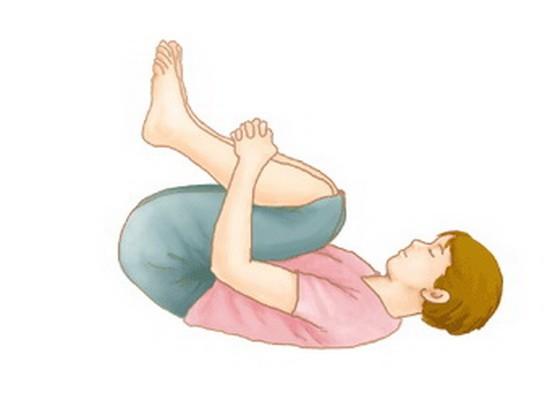 下午動一動,疏通膀胱經。圖為搖籃式的鍛煉法。(示意圖源:互聯網)