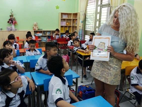 一年級小學生在上英語課。(示意圖源:互聯網)