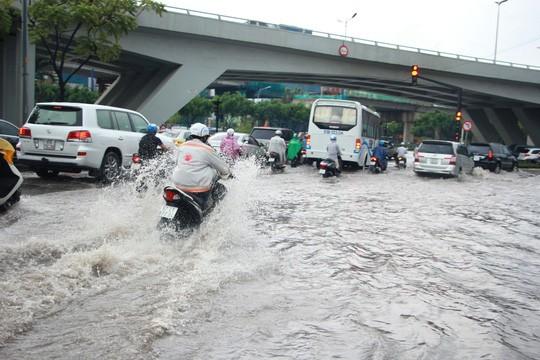 最近兩場強降雨後,阮友景街仍出現水淹情況。(圖源:士東)