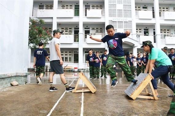 青少年上亞洲-太平洋優秀年輕人培訓中心的技能班培訓課。