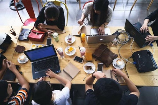 """由黎玄羽商領隊的Seeder工作組可隨意在任何一咖啡館裡""""上班""""。"""