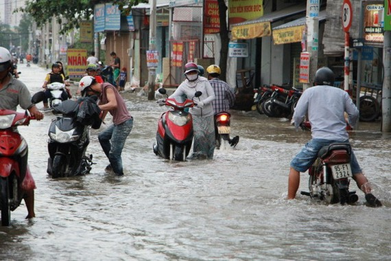 每每下起大雨時,黎文良街往往就會出現這樣淹水的情況。(圖源:士同)