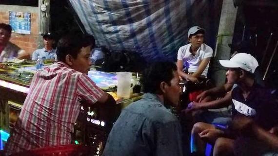 被現場抓獲參與捕魚遊戲變相的參賭者。(圖源:公安機關提供)