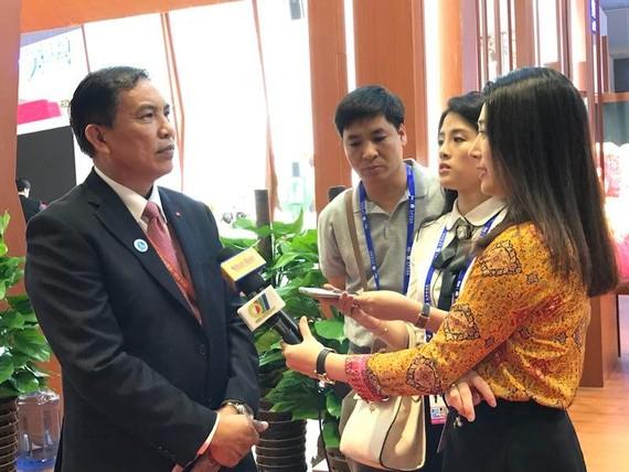 檳椥省人委會主席高文仲在中國-東盟博覽會上接受媒體採訪。