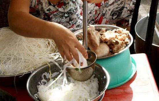 從10月20日起賣食物不戴手套將被罰款100萬元。