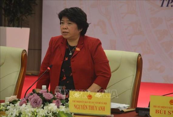 國會各社會問題委員會主任阮翠英(中)在會議上發表講話。(圖源:越通社)