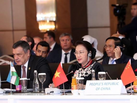 國會主席阮氏金銀發表講話。(圖源:越通社)