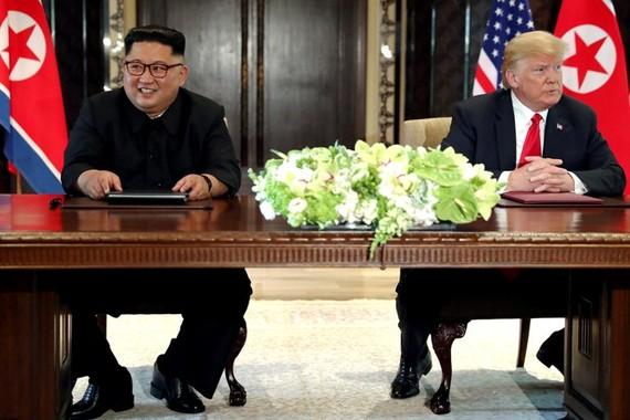 特朗普(右)披露,中期選舉後見金正恩。(圖源:路透社)