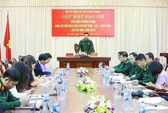 邊防部隊司令部政治主任阮進勝少將在新聞發佈會上發言。(圖源:先鋒報)