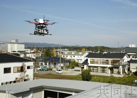 日福島嘗試小型無人機貨物配送。(圖源:共同社)