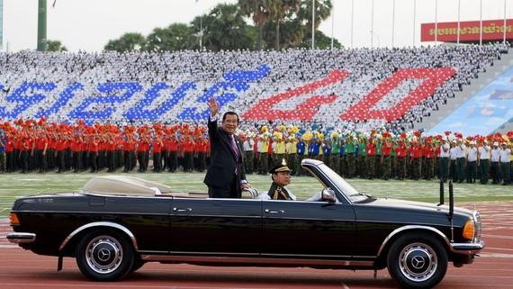 """洪森首相出席""""勝利日""""紀念活動。(圖源:AFP)"""