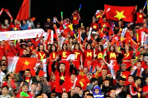 球場上助威的越南球迷。(圖源:互聯網)