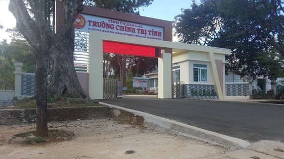 遭竊賊偷走5億4000萬元的嘉萊省政治學校。(圖源:趙青)