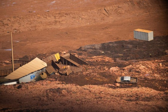 1月25日在巴西東南部米納斯吉拉斯州布魯馬迪紐市拍攝的礦壩決堤事故現場。(圖源:DPA)