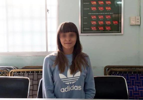 """被拘留的俄羅斯籍""""鴇母""""普羅科夫娃‧埃琳娜。(圖源:明全)"""
