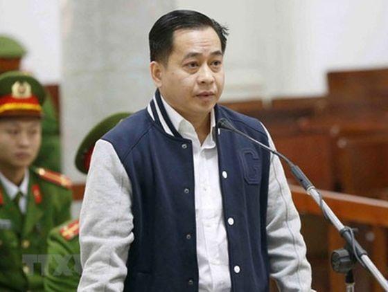 被告人潘文英武在法庭上答審判問案。