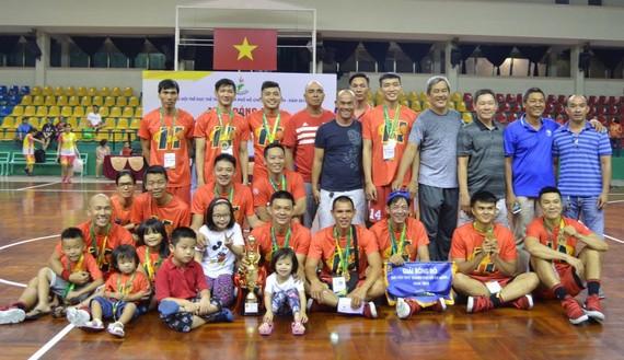 去年第十一郡男隊奪得全市球賽冠軍。