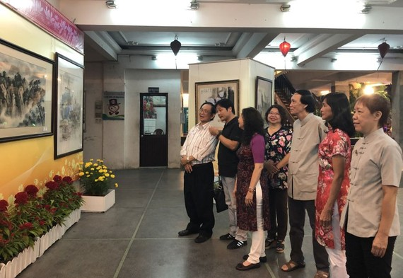 己亥新春美術展吸引廣大越華畫家、書法家、社團代表與民眾前往參觀。
