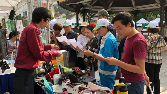 Freecycle VN成員們參加物品互贈活動。