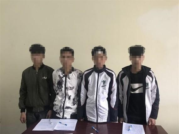被扣押的4名嫌犯。(圖源:公安機關提供)