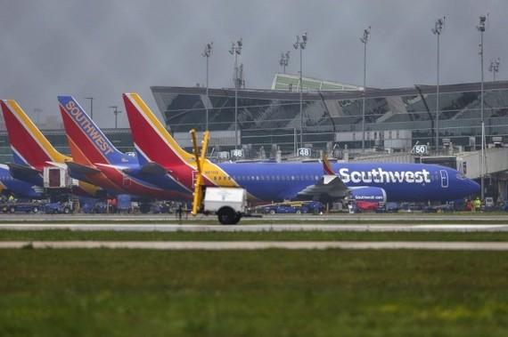 美國西南航空所屬的波音737 Max 8飛機,停在Hobby機場。 (圖源:AP)