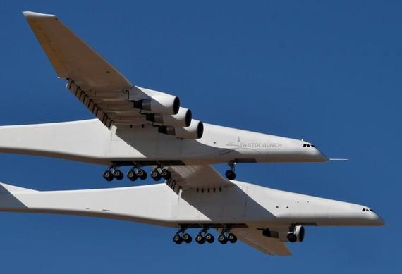 """據介紹,這架名為""""斯特拉托""""的雙體飛機採用雙機身設計。(圖源:互聯網)"""