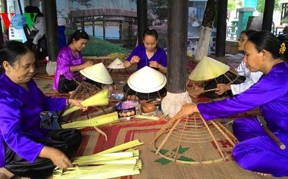 編織笠帽是我國傳統行業之一。(圖源:VOV)