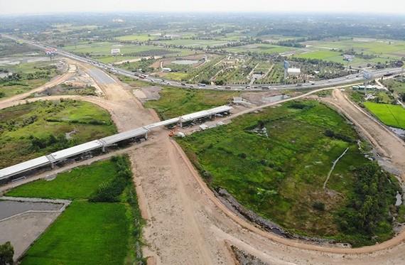 建設中的忠良-美順高速公路項目。(圖源:黃南)