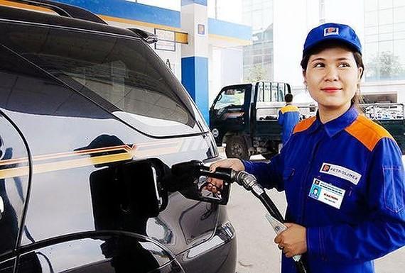 從昨日下午3時起,各類燃油一律降價。(示意圖源:互聯網)