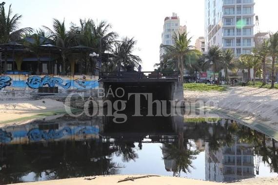 峴港市的餐廳、酒店活動執業證簽發太快,似乎沒有人監察收集、處理當地廢水工作。(圖源:工商報)