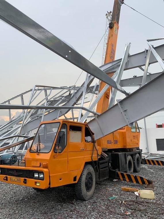 廠房倒塌現場。(圖源:霸山)