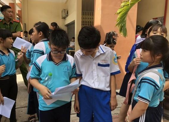 考生在考試後分享試題。
