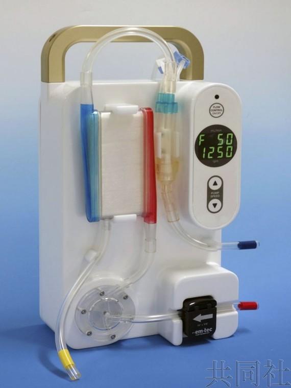 日本開發的便攜式新型血液淨化裝置。(圖源:共同社)