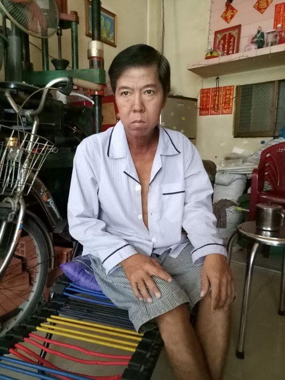 劉國成正為醫藥費發愁。