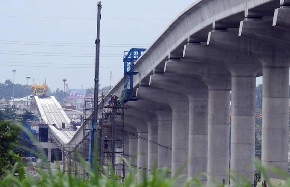 本市兩條地鐵都因遇手續羈絆而無法如期落成。